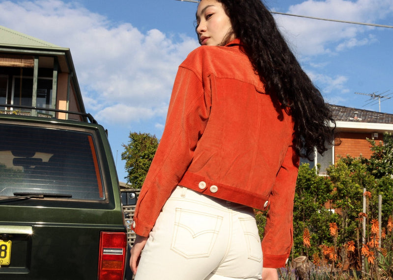 Back detail of the Helen Mom Jeans in Double Cream worn by Marlo, from Laundromat