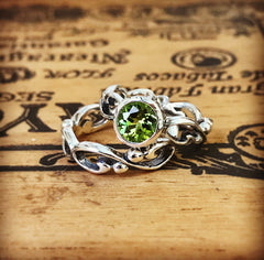 Wrought Wedding Ring Set with Peridot