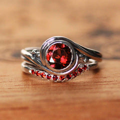 Garnet Pirouette Bridal Ring Set