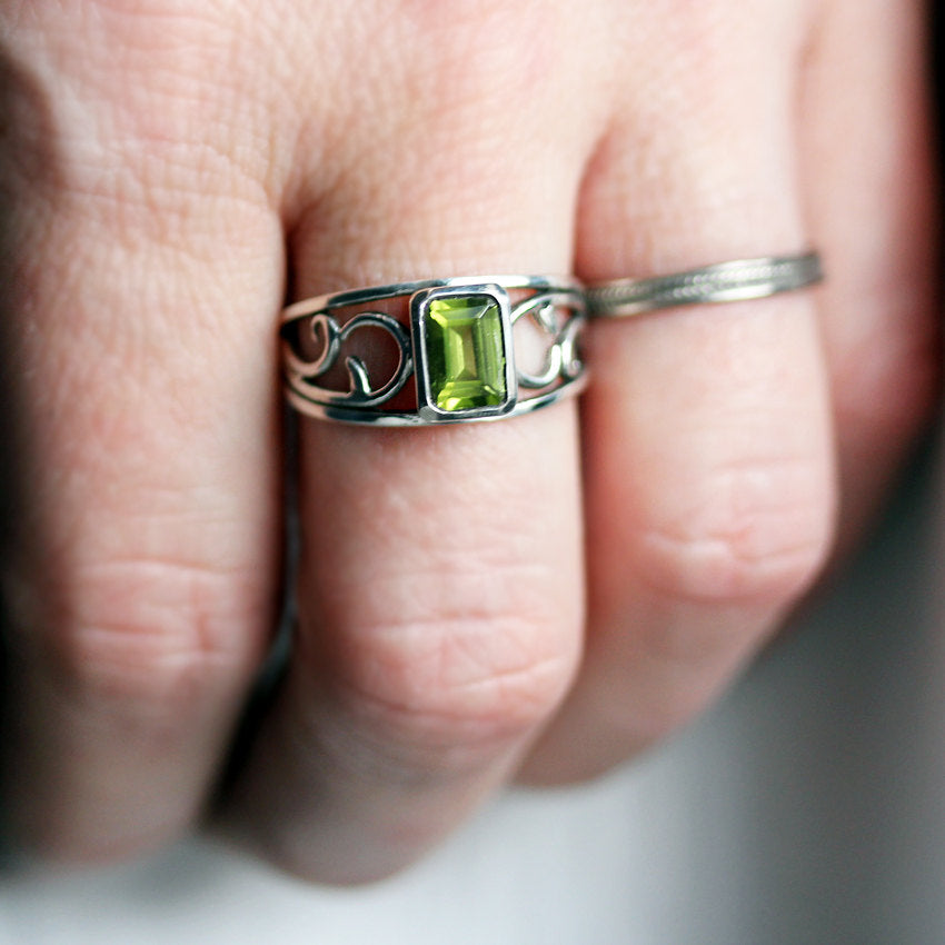 peridot-vine-ring-sterling-silver