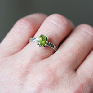 handmade-ethical-Peridot-Gemstone-Wheat-Braid-Ring-03