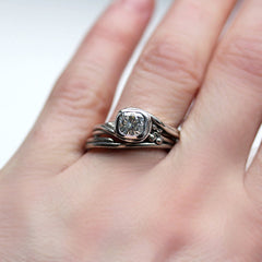 handmade-ethical-White-gold-pirouette-ring - moissanite-03