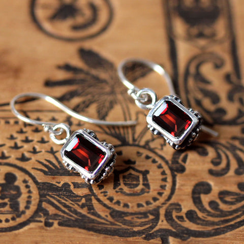flower earrings garnet 1