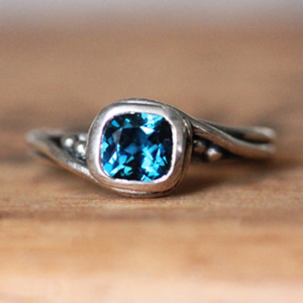 handmade-ethical-Sterling-Silver-London-Blue-Topaz-Pirouette-Swirl-Ring-02