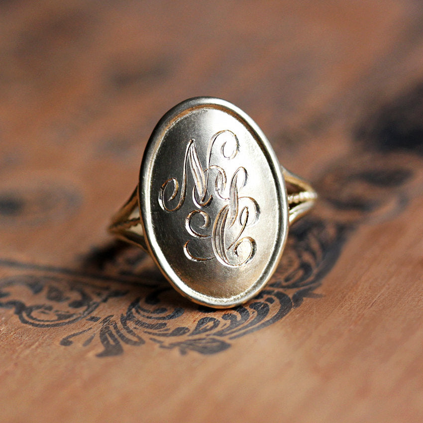 gold-signet-ring-women