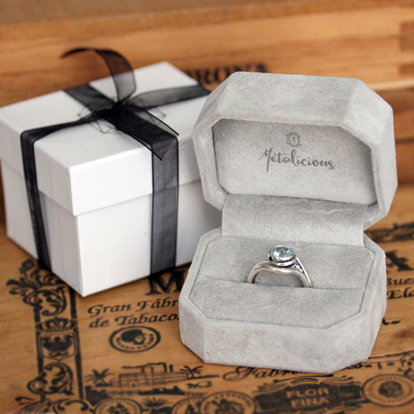 Luxury jewelry ring box from Metalicious