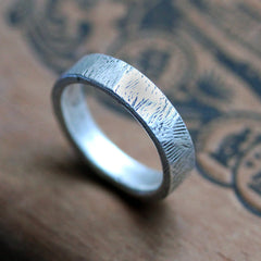 wood-grain-mens-wedding-band