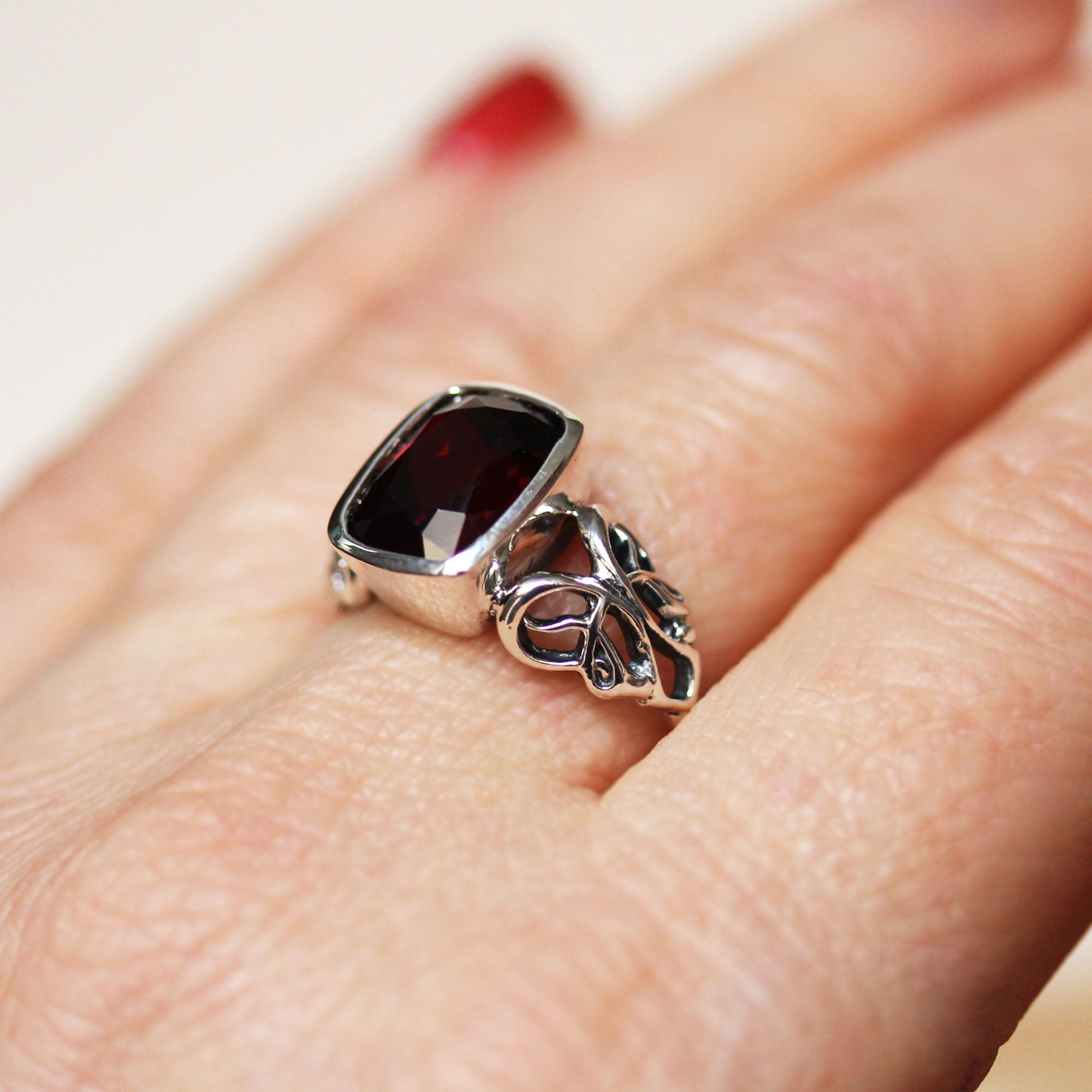 Victorian Garnet Cushion Ring, Brontë