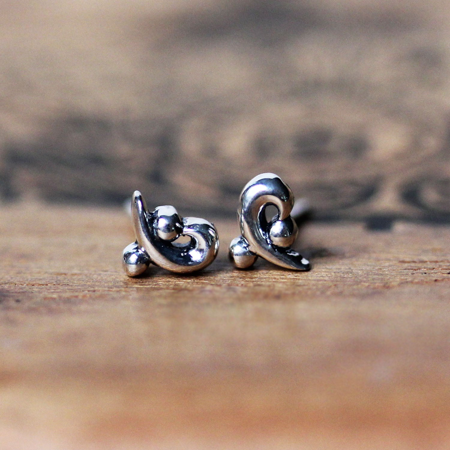Mini Wave Curl Stud Earrings