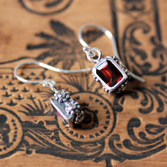 flower earrings garnet 4
