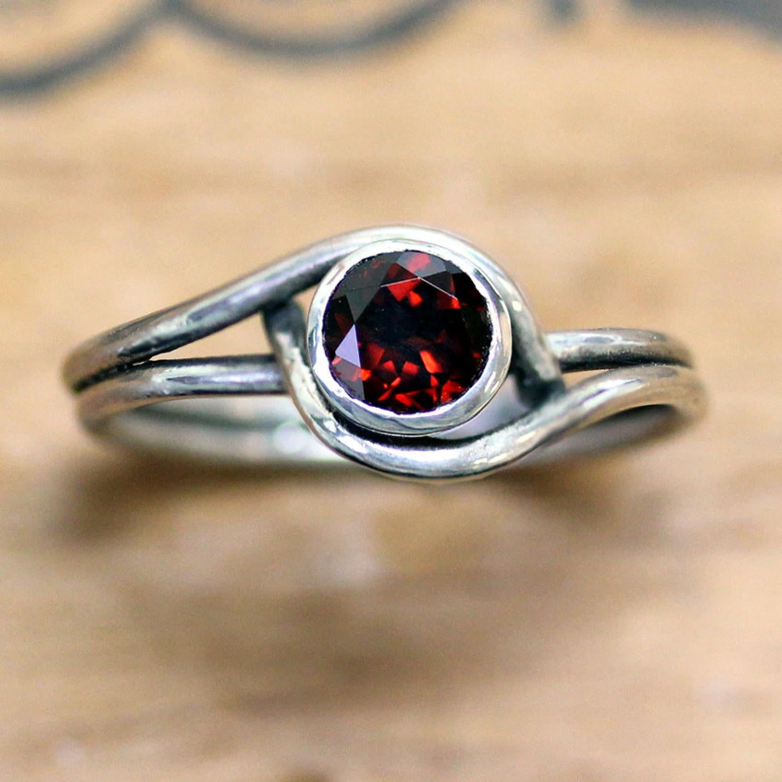 Silver Mini Pirouette Ring with Garnet