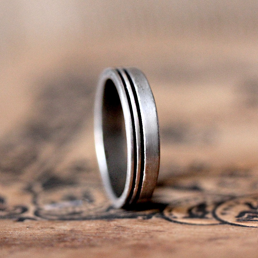 mens-modern-silver-wedding-ring