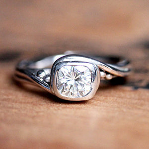 handmade-ethical-White-gold-pirouette-ring-moissanite
