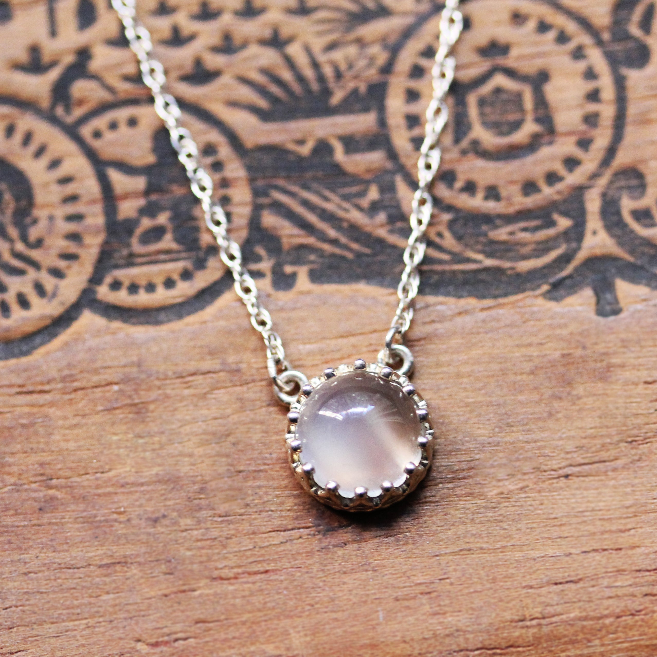 Moonstone Cabochon Lace Necklace in Silver