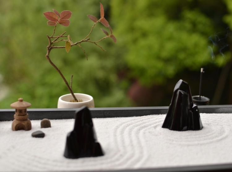Relax and meditate with this Traditional Chinese Yoga Zen Garden - Runes