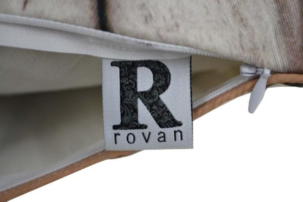 Gifts Actually - Zipper with Rovan Brand label