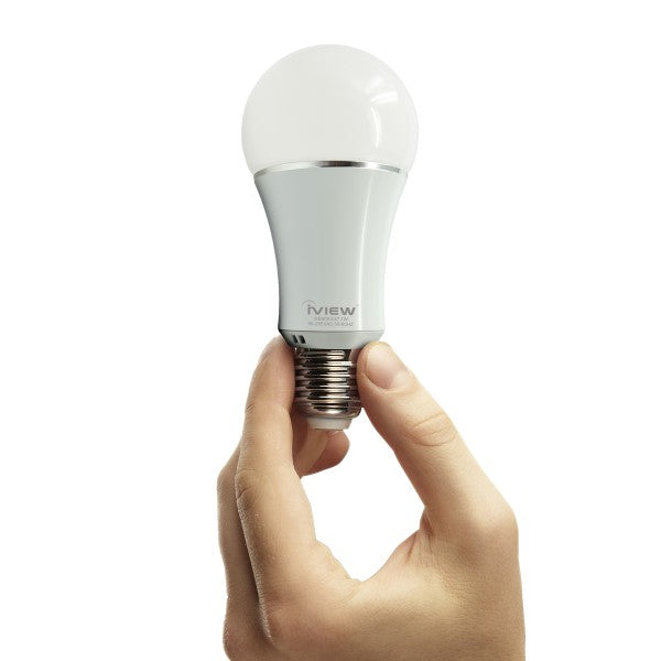 Person holding Iview  ISB600 smart multicolor light bulb