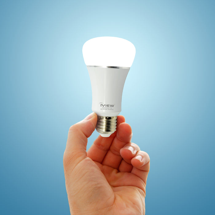 Person holding Iview ISB610-2 smart multicolor dimmable Wi-Fi light bulb