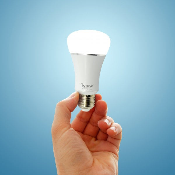 Person holding Iview ISB610 smart multicolor dimmable Wi-Fi light bulb