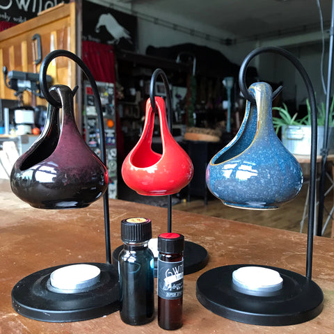 6Witch3 ceramic teardrop burners in black, red, and blue. Group photo with white tealights and two bottles of oil.
