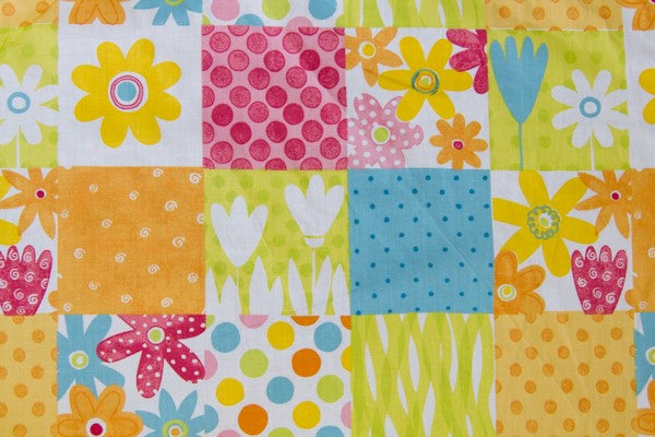 Pink Green Daisy Cheater's Quilt Fabric - By The Yard