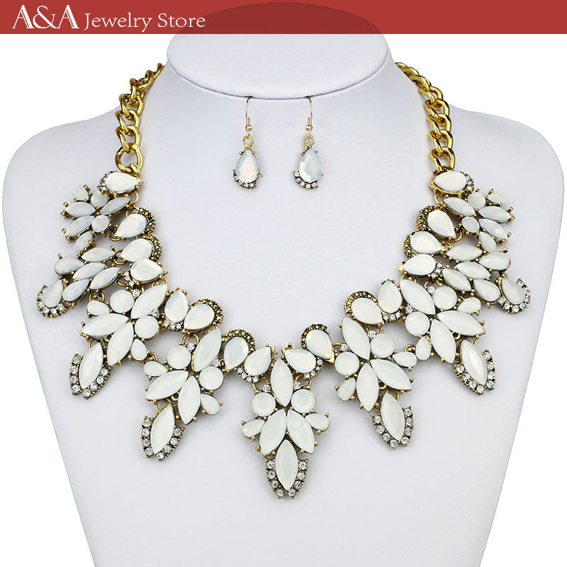 Brightly Maxi Statement Necklaces Luxury White Flowers Shape Pedants Necklaces for Women Wedding Dress