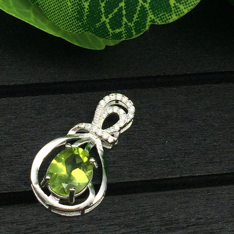 KJJEAXCMY Colorful jewelry 925 silver inlaid NATURAL PERIDOT female pendant, simple and generous wholesale