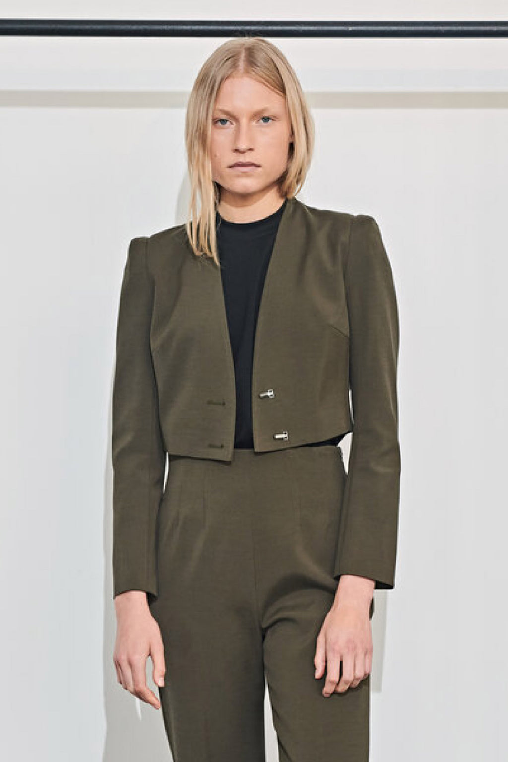 ICONIC CROP JACKET in MOSS
