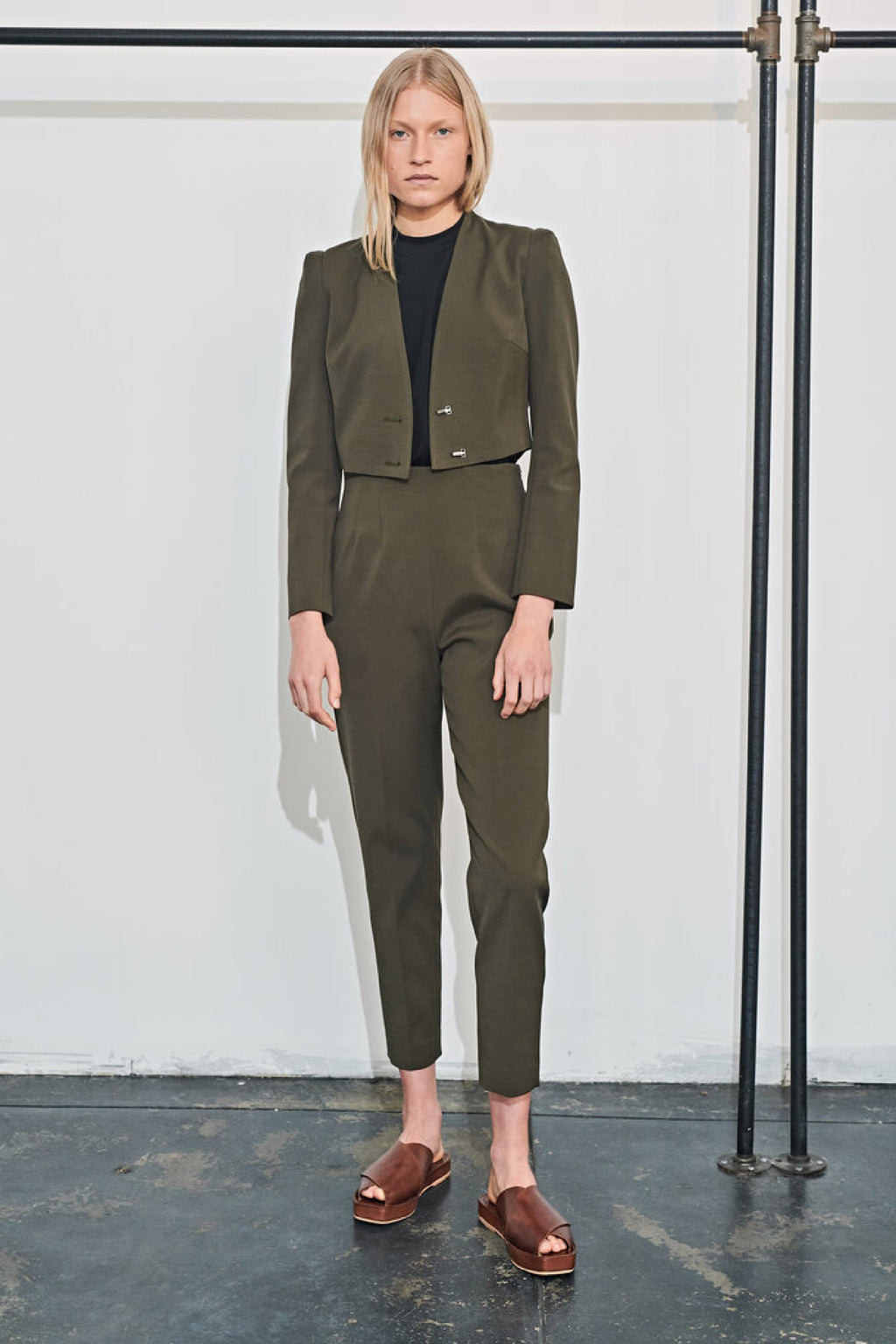 ICONIC DARTED PANT in MOSS