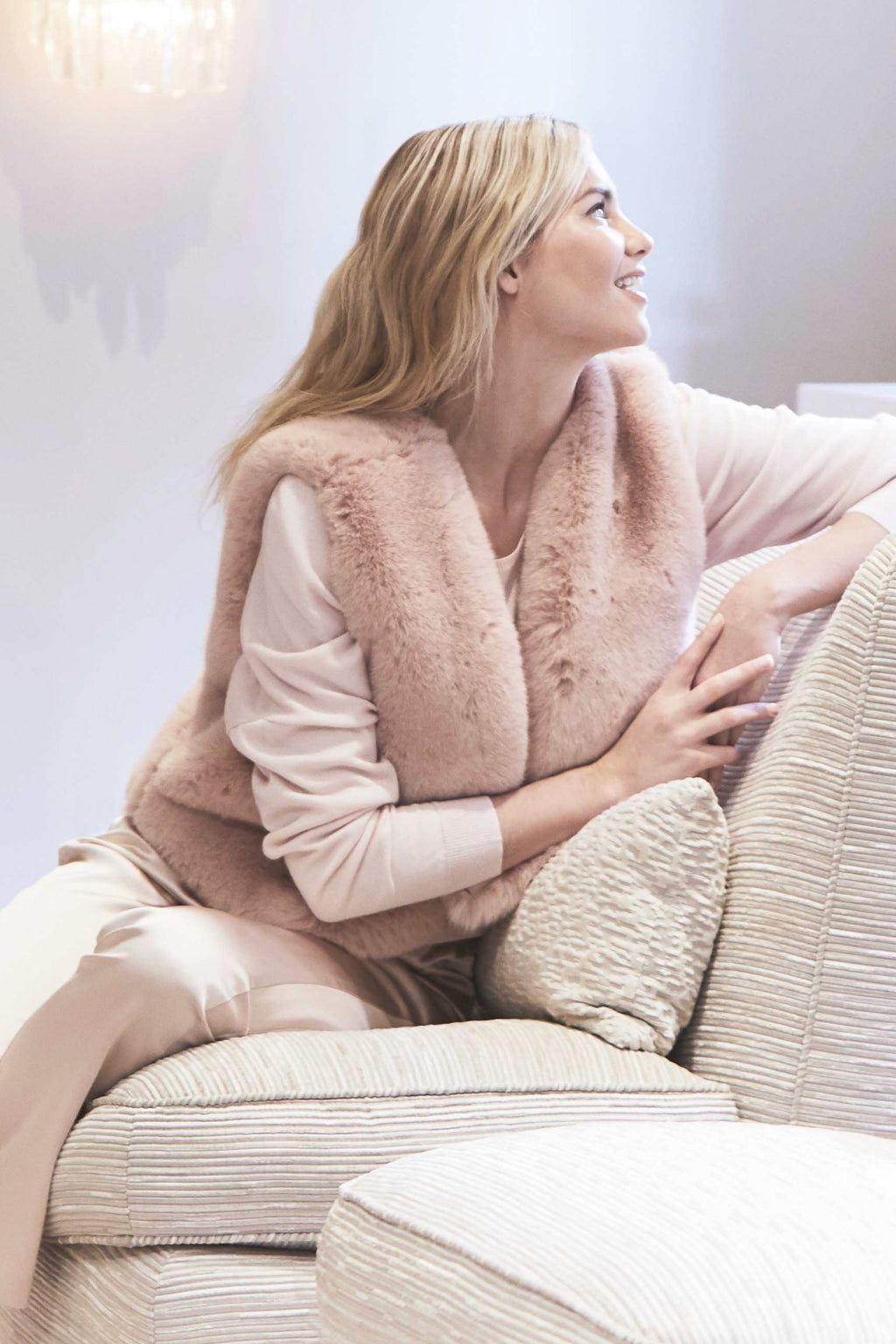 FAUX FUR VEST - BLUSH
