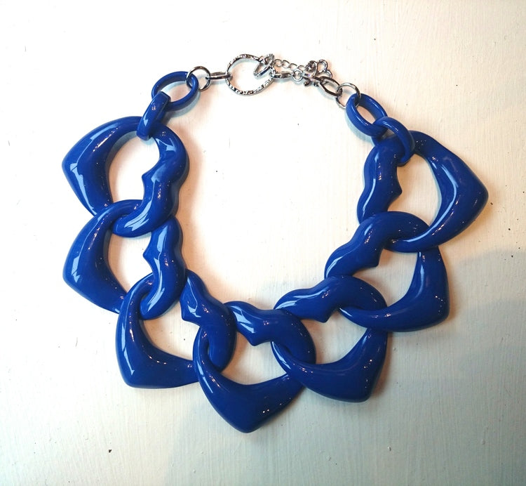 AMORE RESIN NECKLACE - YVES BLUE