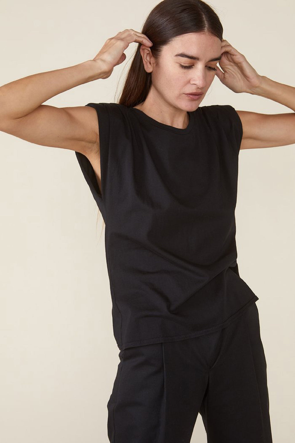 ECHO PADDED SHOULDER TEE in BLACK