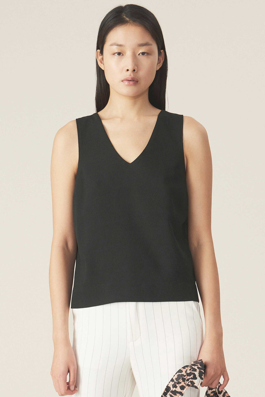 HEAVY CREPE SLEEVELESS TOP - BLACK