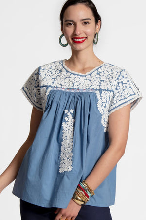 EMBROIDERED FLOWER TOP - LIGHT BLUE