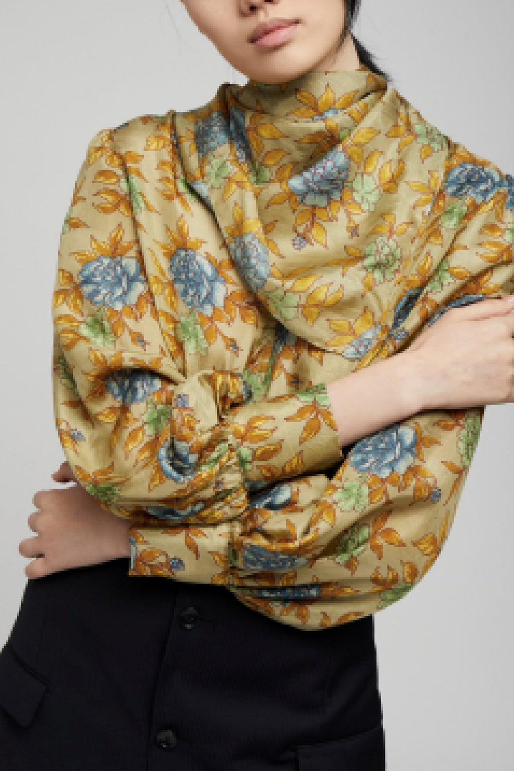 DRAPEY SCARF NECK TOP in GREEN/BLUE FLORAL