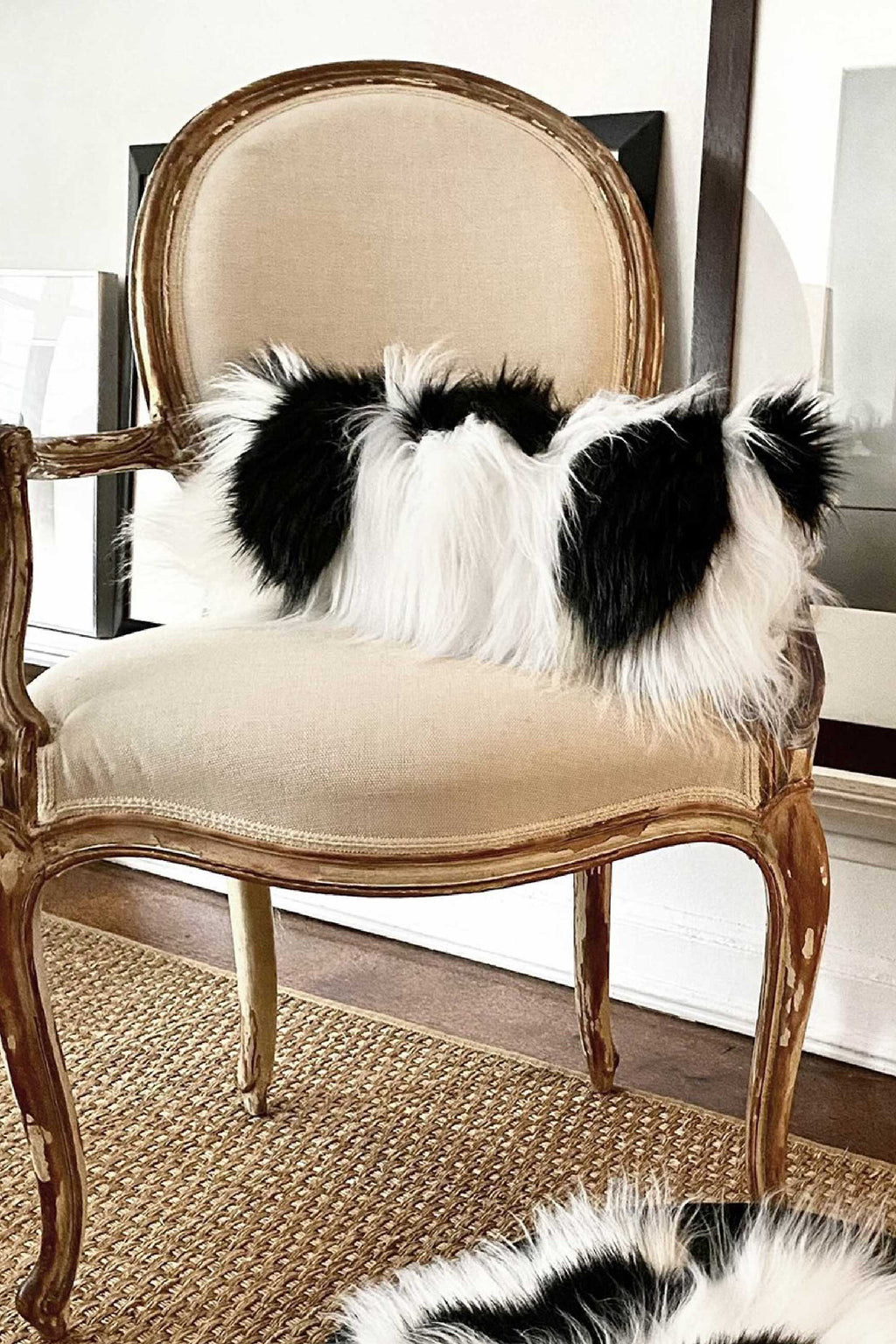 COLOBUS ACCENT PILLOW in BLACK & WHITE