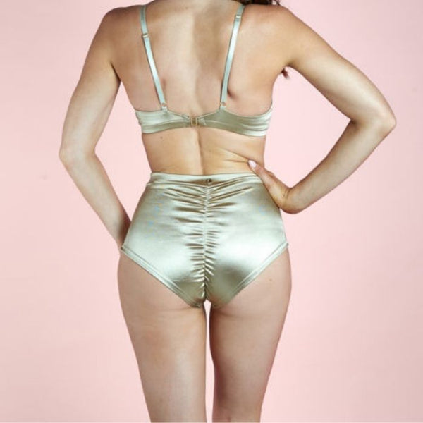 High Waist Basic Shorts - Gold