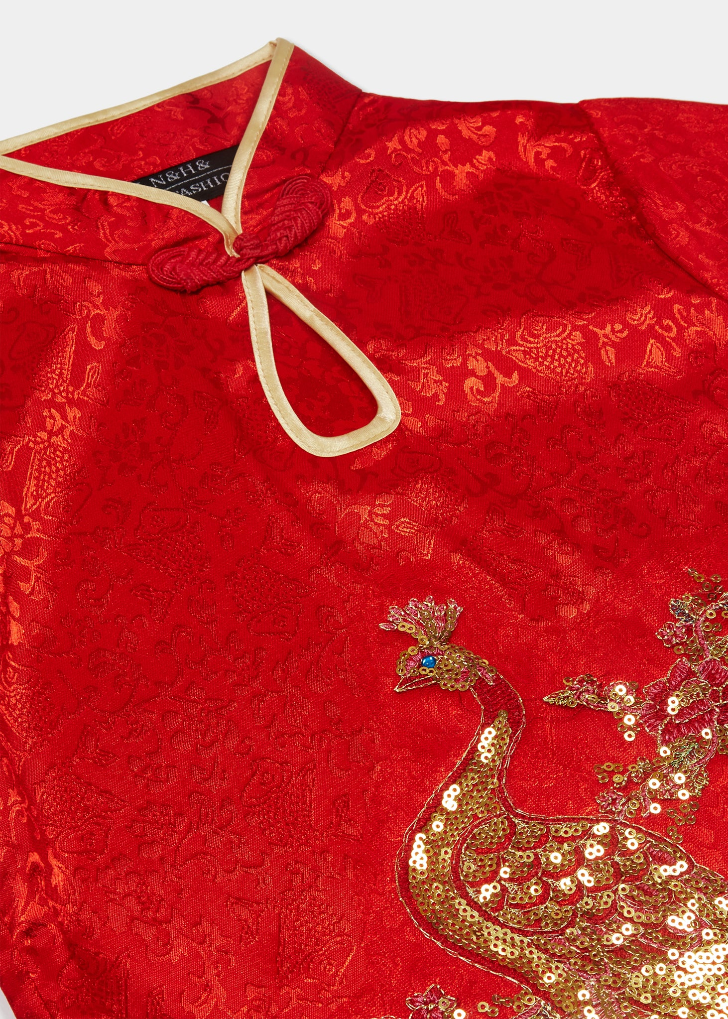 Cap sleeves, discreet side zip, mandarin collar with gold bound keyhole opening and flower and knot frog fastening. Side splits with gold binding. Large peacock applique embroidery with gold thread and sequins
