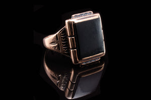 Mid Century Gentlemans Gold and Onyx Ring.
