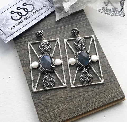 GREY RECTANGULAR EARRINGS