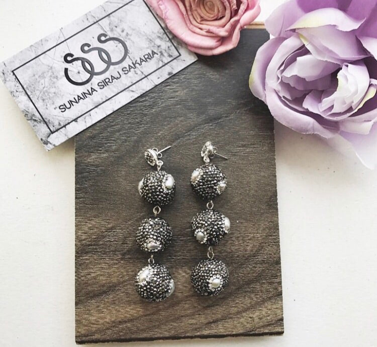 TRIPLE BALL EARRINGS