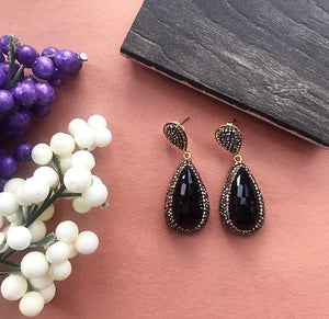 BLACK DROP EARRINGS