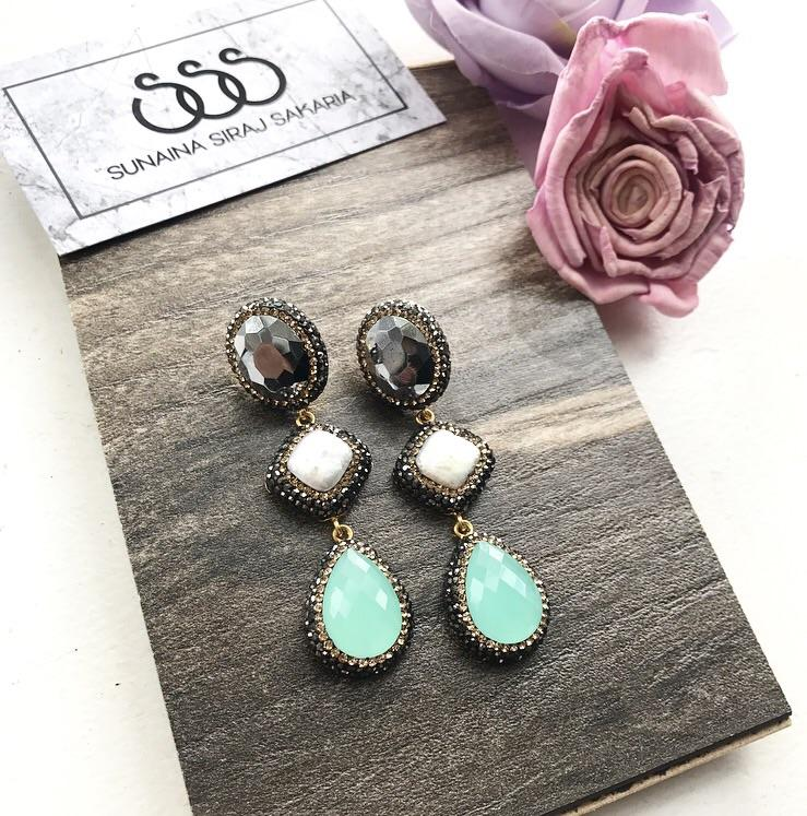 TRIPLE DROP EARRINGS IN GREY, PEARL & GREEN