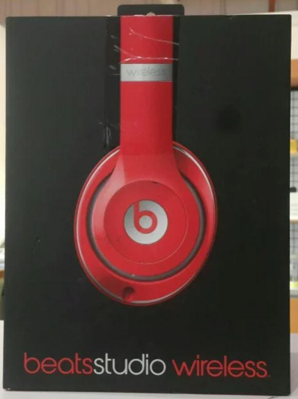 BEATS Studio Headphones Wireless - Over Ear - Red