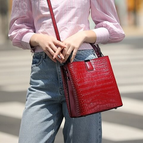 Tiana Jennings handbag can be transformed from a crossbody bag to a top-handle bag and bucket bag to suit your ensembles.