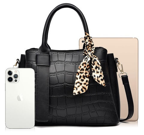 Cristal Bennett handbag can be transformed from a crossbody bag to a top-handle bag to suit your ensembles.