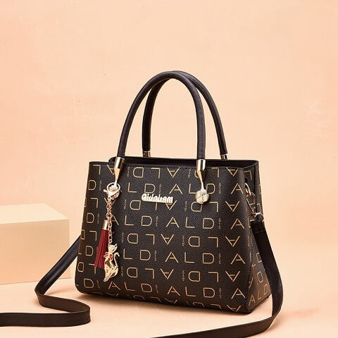 Aidebam Odonnell handbag can be transformed from a crossbody bag to a top-handle bag to suit your ensembles.