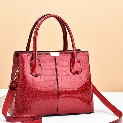 Felicity Aguirre handbag can be transformed from a crossbody bag to a top-handle bag to suit your ensembles.