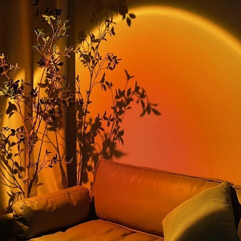 What if you could bring that dreamy, mellow, and relaxing glow of a sunset into your room whenever you wanted? Now, you can turn your home into a masterpiece simply by plugging in our Ilmol™ Sunset Projection Lamp.
