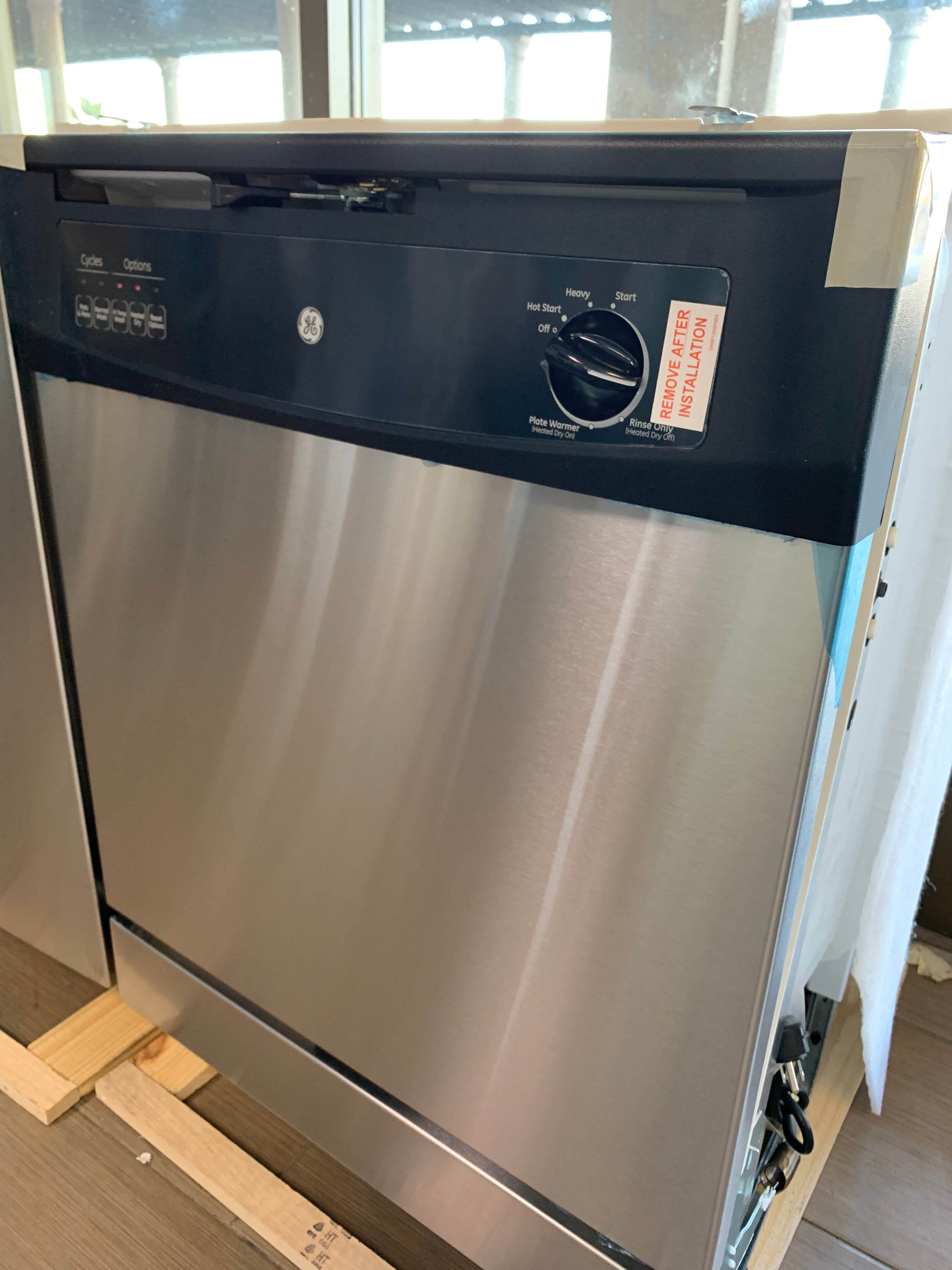 GE Front Control Dishwasher in Stainless Steel, 62 dBA Model GSD3361KSS